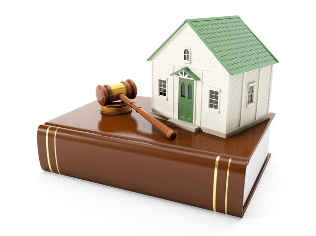3ä illustration: Protection of the rights of a private property. The house costs on books with the law, to pass the judgment